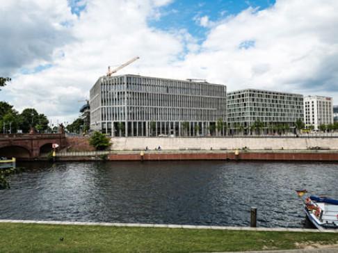Berlin, Am Kanzleramt